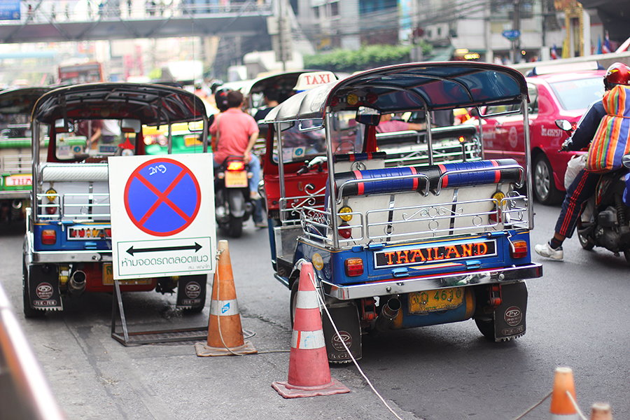 Thailand-tuktuks_01