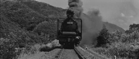 72−木村が砂をまきながら走るD60牽引の貨物列車