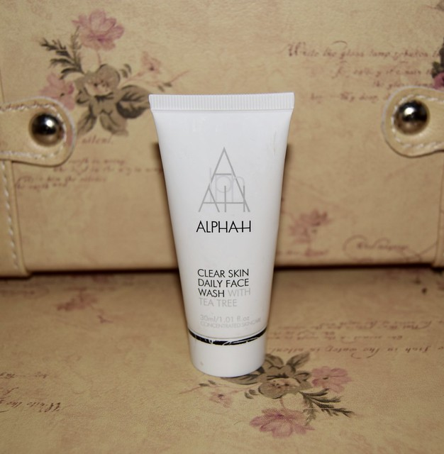 AlphaH Clear skin daily face wash
