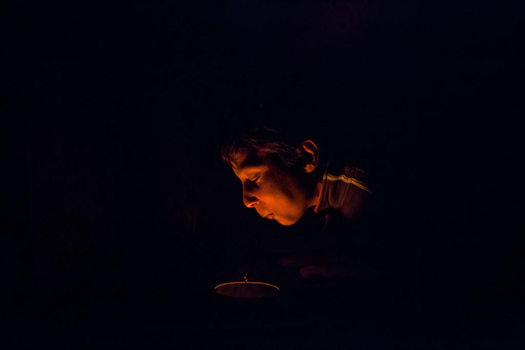 Részlet Magócsi Márton (szabadúszó / Abcug.hu): Akiknél van áram, azok jól élnek - egy félreeső falu áram nélküli családjai című sorozatából (Társadalomábrázolás, dokumentarista fotográfia 2. díj)