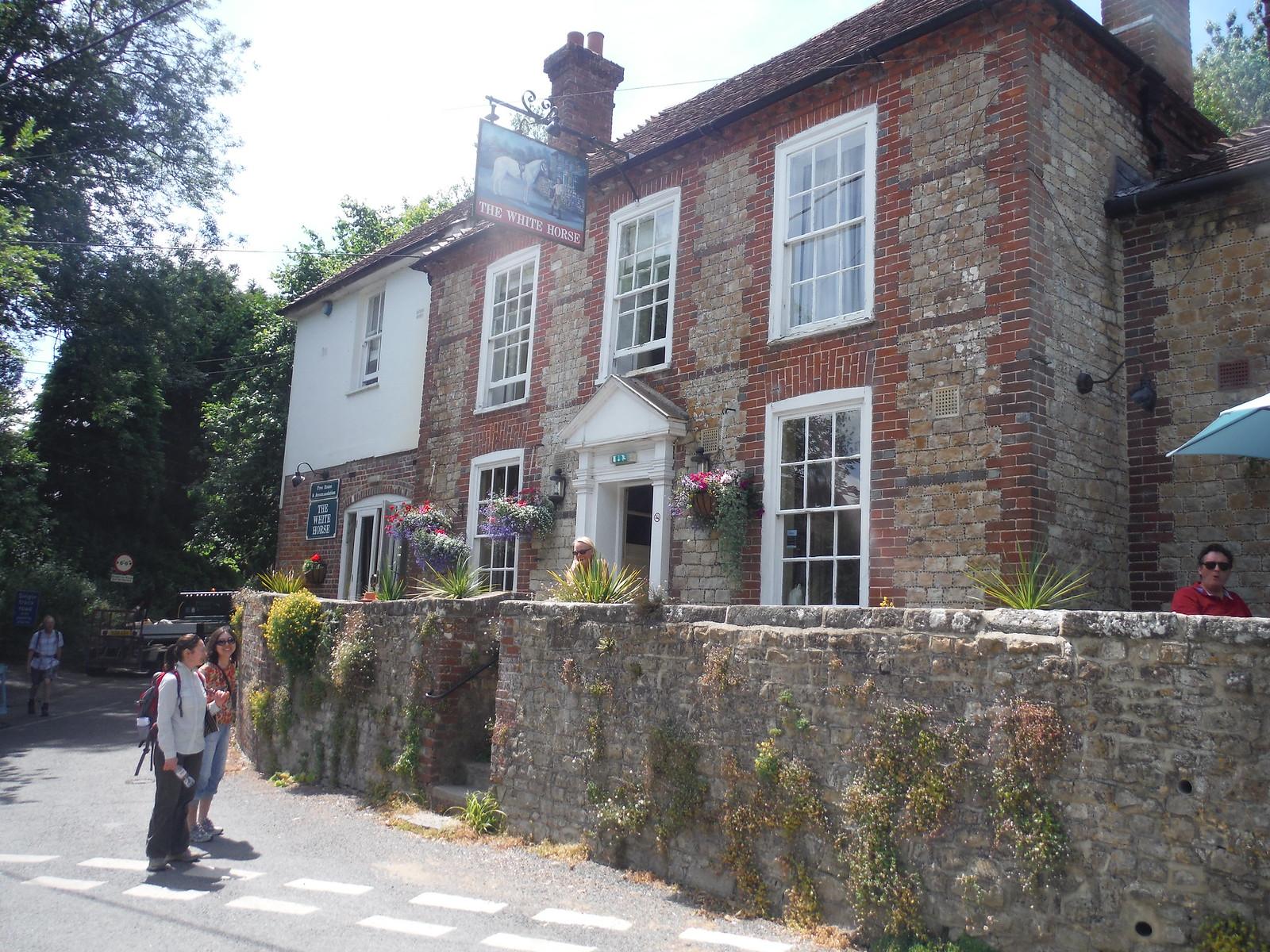 The White Horse, Sutton SWC Walk 217 Midhurst Way: Arundel to Midhurst