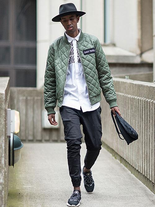 緑キルティングジャケット×黒リブパンツ×Nike ハラチNM黒