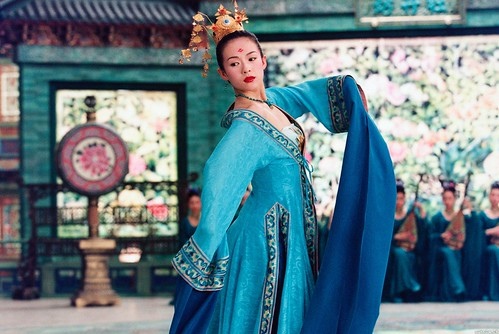 Zhang_Ziyi_-_House_of_flying_daggers_-_2004[1]