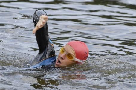 ZAČÁTEČNÍCI: Léto láká k vodě? Zlepšete si plaveckou techniku