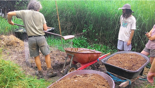 置作草葉堆肥。攝影:林貞妤。