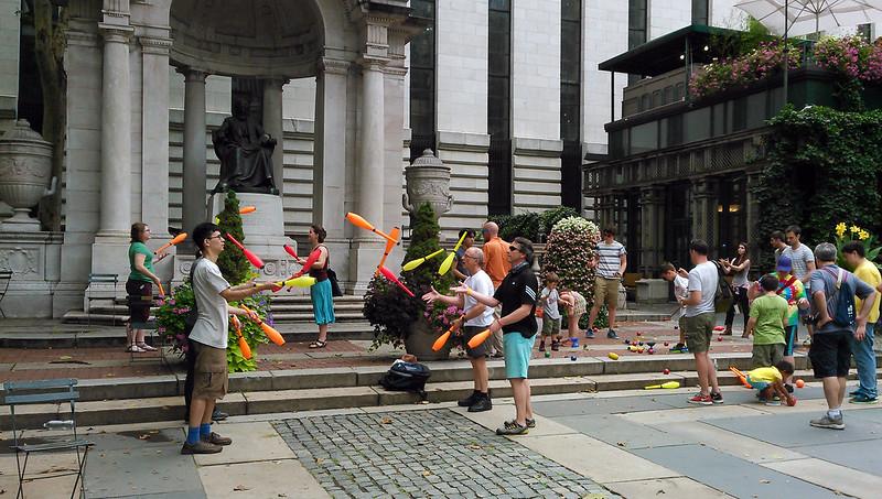 Malabaristas (Jugglers)