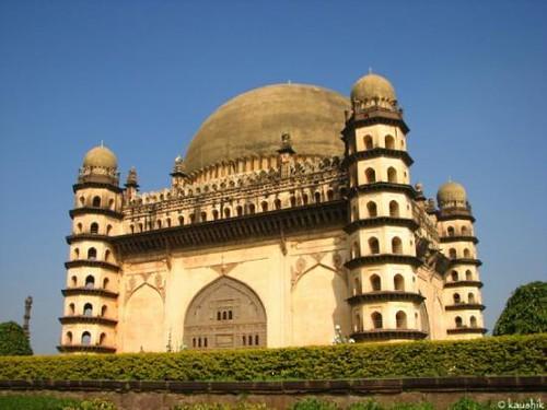 mausoleum mohammed shah adil golgumbaz isamicarchitecture greybasalt panneledpillars