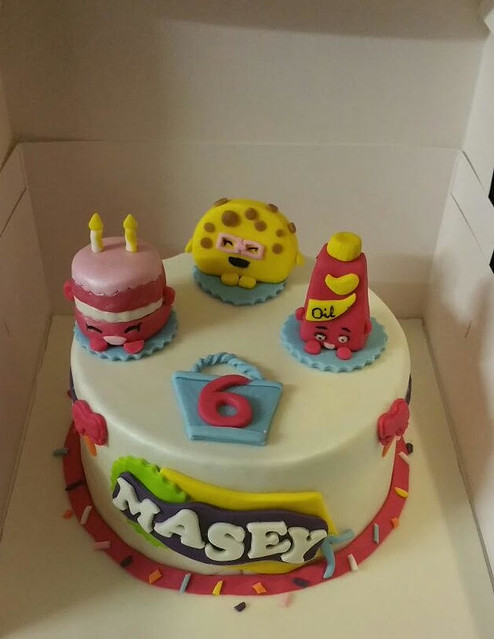 Cake by Amie Mills of Fabalicious