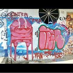 No centro de Manaus... #AplausoBlogAuroradeCinema #ruas #ArtedeRua #wall #Manaus #graffiti #muros #Amazonas #Manaus_streetart #cenasurbanas #street #sprayart #grafitagem @manaus_streetart #streetphotographer#streetart #cenasamazonenses #spray #amazonense