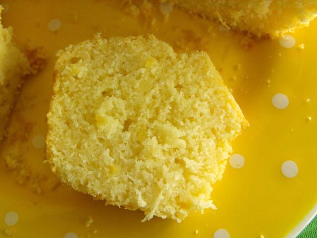 Bolo de limão com coco
