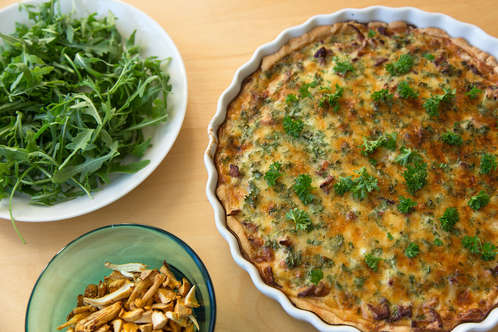 Pie with chanterelle