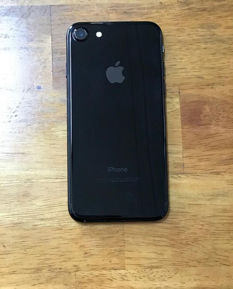 iPhone 7 ジェットブラックの背面