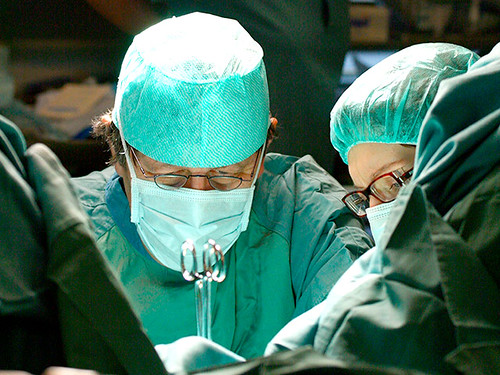 У Китаї пацієнту відірвану кисть пришили до ноги