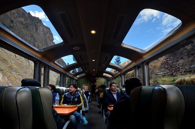 Interior del tren Vistadome de Cuzco a Machu Picchu