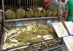 fish(0.0), city(0.0), market(1.0), produce(1.0), food(1.0), bazaar(1.0), durian(1.0), public space(1.0),