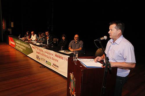 Emerson Giacomelli, representante da Via Campesina, cobrou do Governo Federal a implantação de medidas para impulsionar a produção de alimentos saudáveis. Foto_ Leandro Molina.jpg