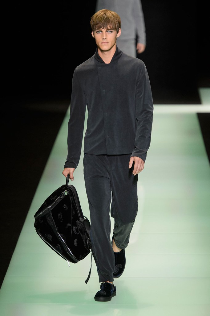 Robbie Wadge3734_SS16 Milan Emporio Armani(fashionising.com)