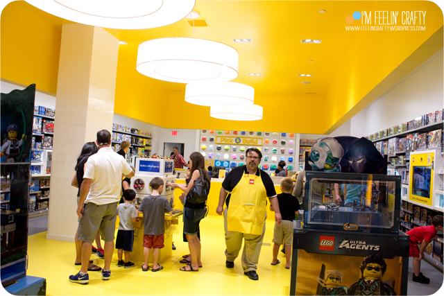 LegoStore-StoreYellow-ImFeelinCrafty
