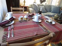 Petite table des amoureux au salon bleu du gite du Champayeur.