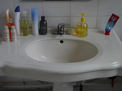 floor(0.0), countertop(0.0), bathtub(0.0), bidet(0.0), room(1.0), plumbing fixture(1.0), tap(1.0), bathroom(1.0), sink(1.0),