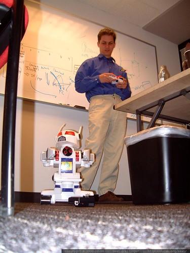 goto.com sent cnet search.com a radio controlled robot for xmas   dscf1090