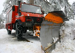 asphalt(1.0), winter(1.0), vehicle(1.0), transport(1.0), snow(1.0), snow removal(1.0), snowplow(1.0), off-roading(1.0), snow blower(1.0), light commercial vehicle(1.0),