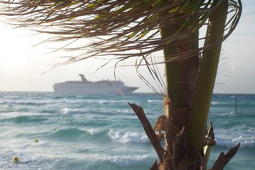 Kreuzfahrtschiff im Karibischen Meer von Playa del Carmen