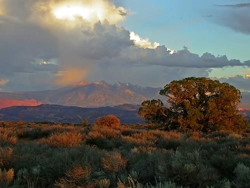 travel sunset nature landscape utah nikon 2006 moab aspen lasalmountains nikon4500 interestingness68 specnature abigfave bestnaturetnc06