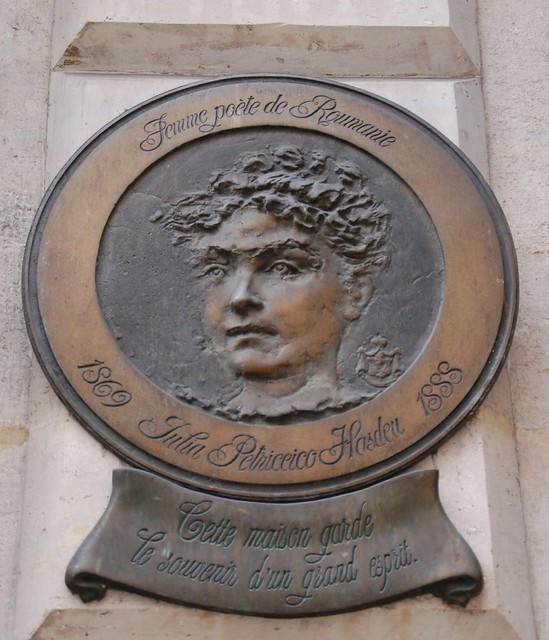 Photo of Iulia Haşdeu bronze plaque