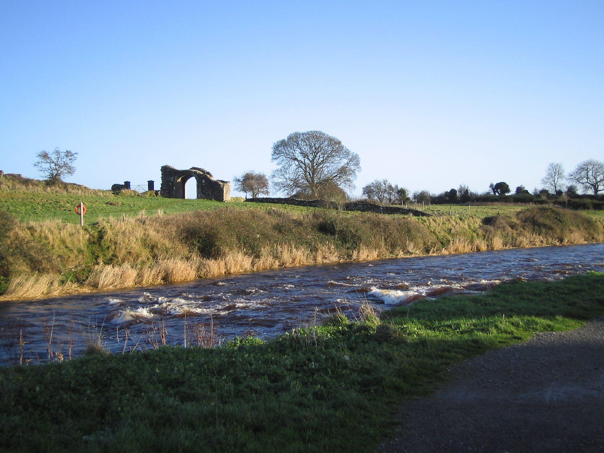 river boyne flowing through trim