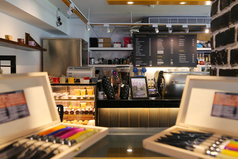 【台北中山區】Coffee Please By Mastro(捷運南京復興站),咖啡、牛排、沙拉、現打冰沙、三明治、義大利麵,不限時間咖啡館,免費提供網路wifi、插座充電