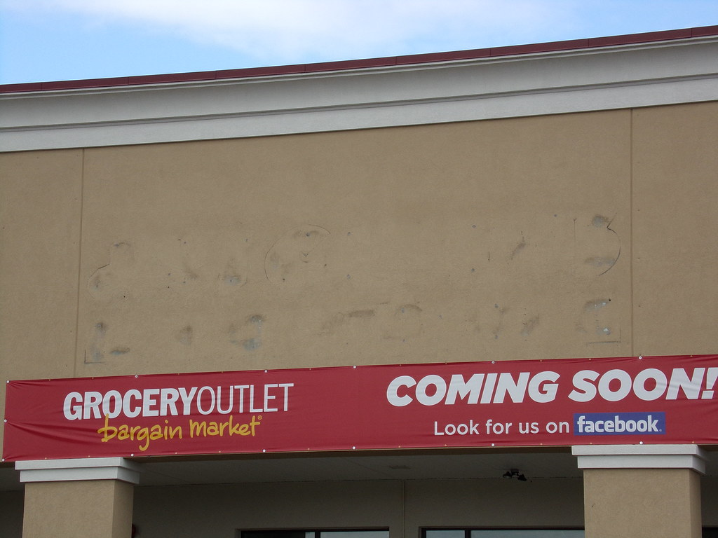 Former Just Cabinets/Weis Chambersburg, PA