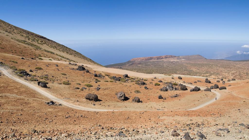 Subir al pico del Teide por el sendero de montaña blanca