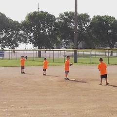 sport venue(0.0), soft tennis(0.0), baseball field(0.0), tournament(0.0), softball(1.0), sports(1.0), competition event(1.0), team sport(1.0), bat-and-ball games(1.0), ball game(1.0), baseball(1.0),