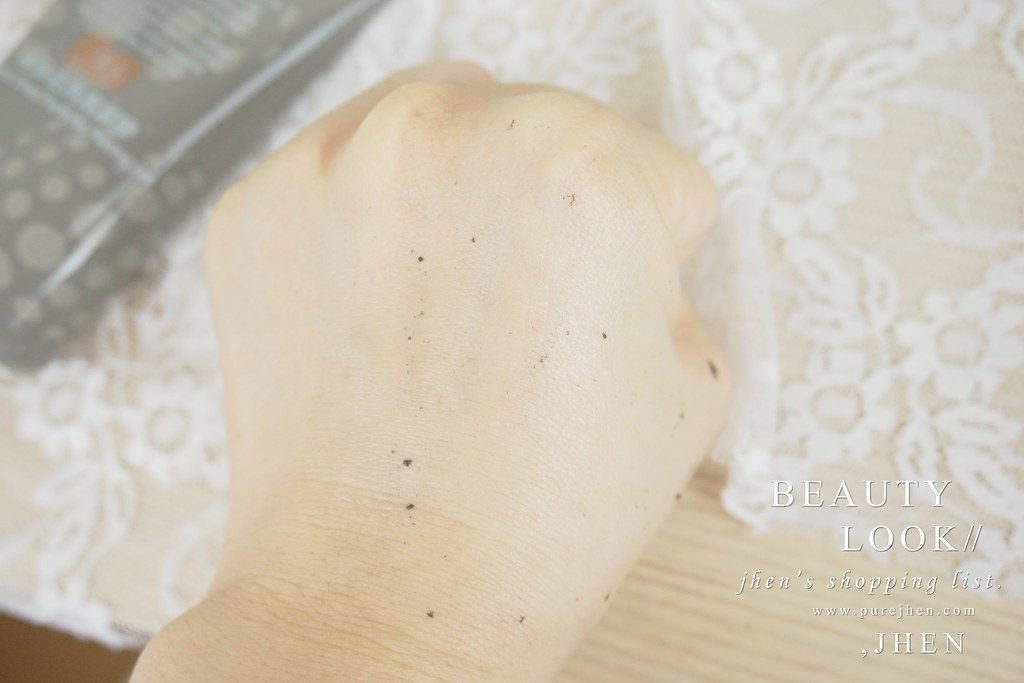 黑炭極淨去角質凝膠 (8)
