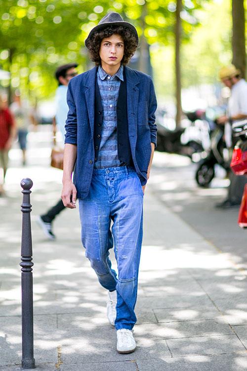 ブルージャケット×ダンガリーシャツ×デニムパンツ×マルジェラのスニーカー白