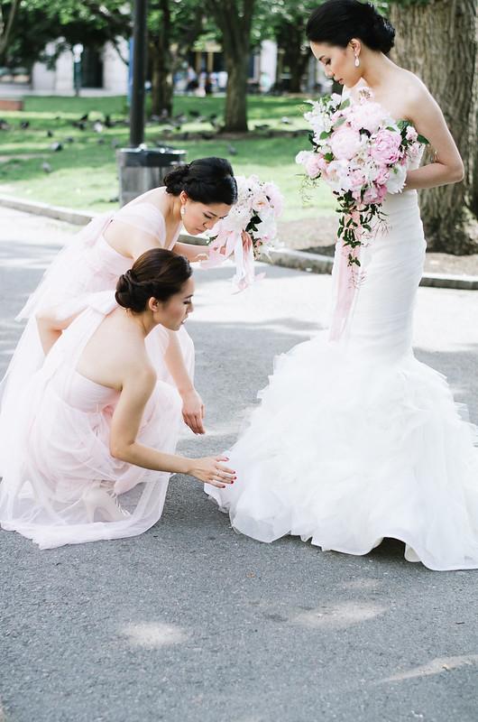 Bridesmaids and Bride on juliettelaura.blogspot.com