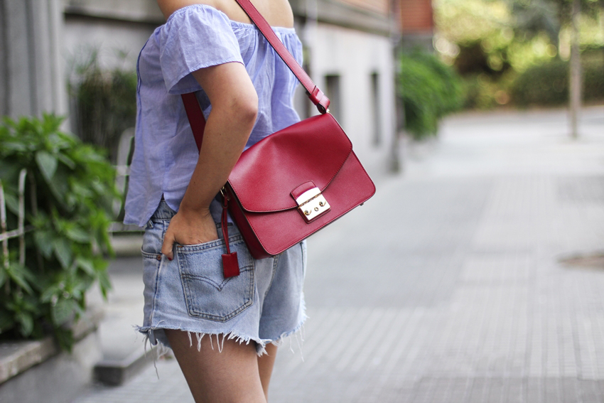 Levi's oversize with red bag from Furla in My Blueberry Nights blog