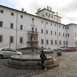 signora, palazzo Chigi, Ariccia