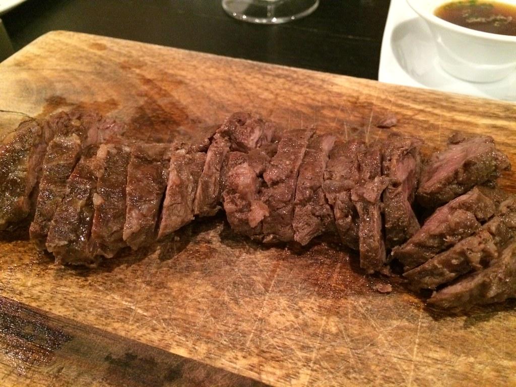肉1 なんの肉でしたっけ...。肉々しくてうまみの塊だった