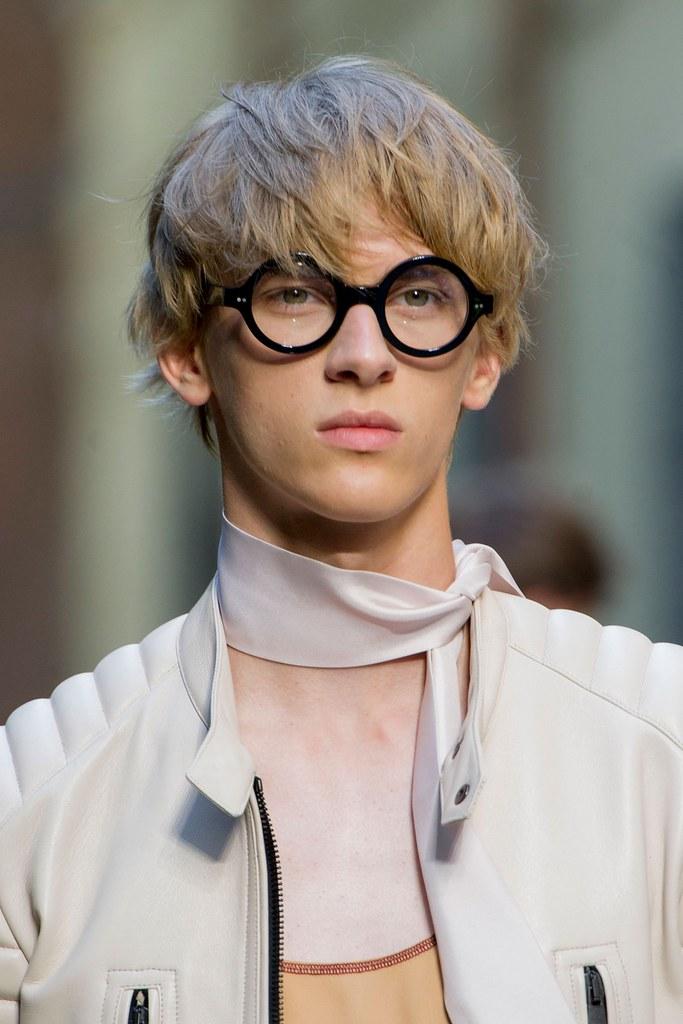 Dominik Sadoch3354_SS16 Milan Andrea Pompilio(fashionising.com)