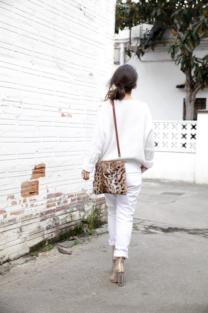 04_TOTAL_WHITE_OUTFIT_AND_LEO_LAURA_SANTOLARIA_THEGUESTGIRL_INFLUENCER_BARCELONA