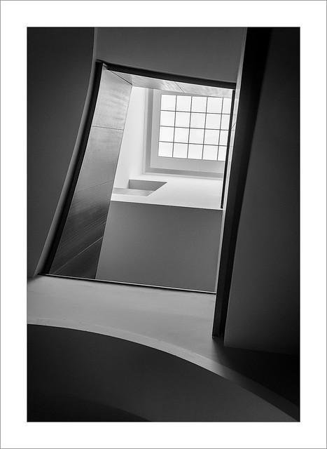 El buit de l'escala / The stairwell.