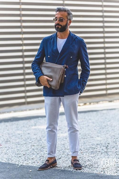 紺ダブルジャケット×オフホワイトパンツ×コンビローファー