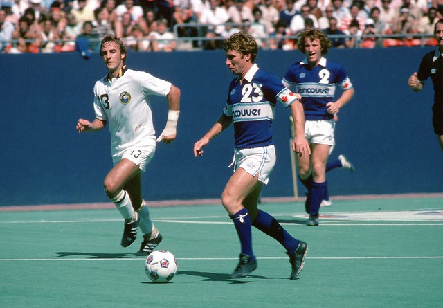 Whitecaps 79 Road Alan Ball, Cosmos