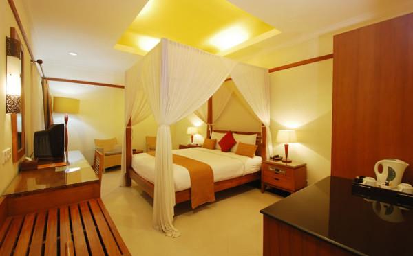 yulia beach inn