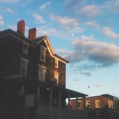 A wraparound porch & a #waxinggibbous moon ~ been waiting for the right time to share the visual / energetic beauty & supportiveness of where we\'ve been living for the past few months, & this radiant #magichour golden light & nearly-full Luna from a coupl