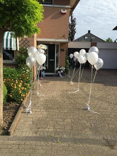 Tafeldecoratie 3ballonnen Lange Linten Zilver en Wit
