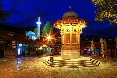 morning fountain sarajevo bosnia mosque bluehour hercegovina balkan bosnie sebilj боснaихерцеговина