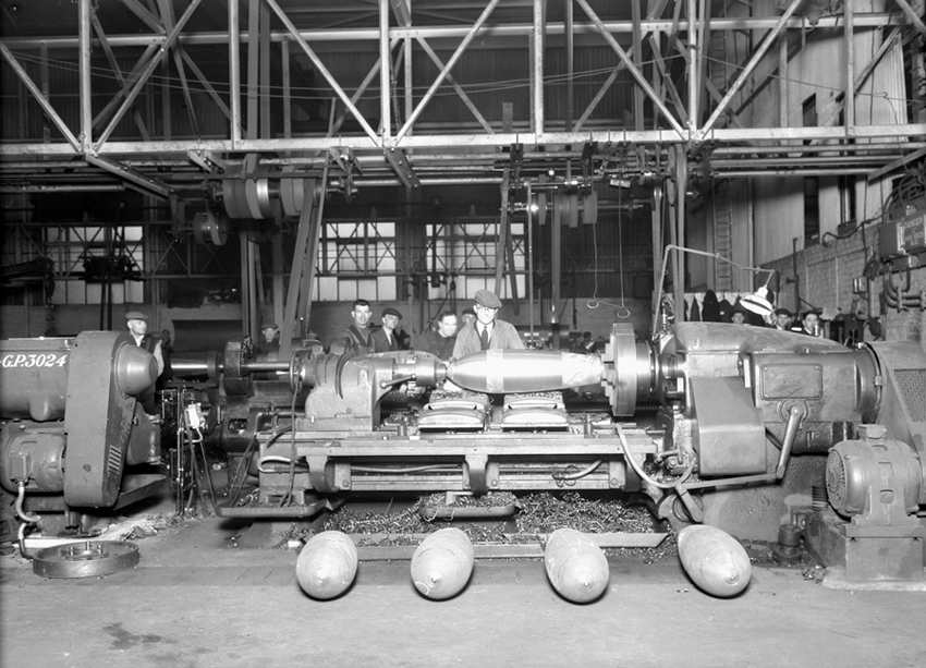 Machining 500 lb bombs at the Elswick Works